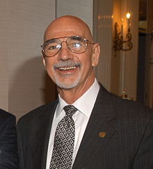 Ron Nessen at Peabody Awards luncheon in 2004.jpg
