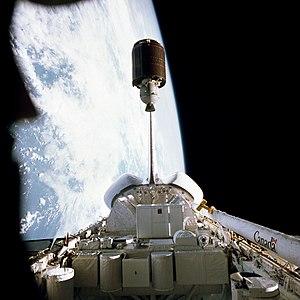 STS-7 - Image: STS 7 PALABA B1 deploy