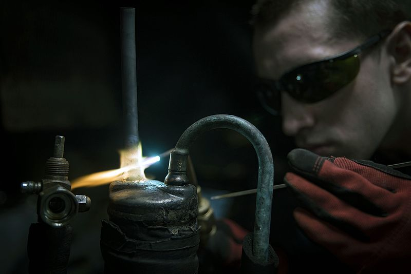 File:Sailor brazes a filter unit in the pipe shop of the aircraft USS Dwight D. Eisenhower. (29596731511).jpg