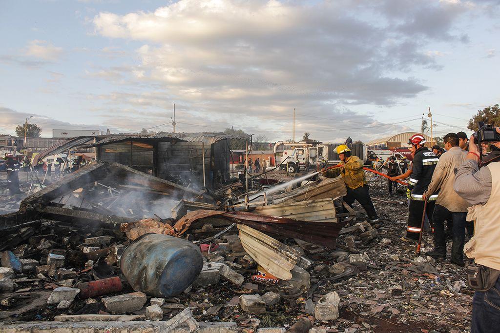 Число жертв при взрывах наскладе пиротехники вМексике выросло до 19