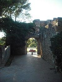 Sant Martí d'Empúries. Porta de la muralla.JPG