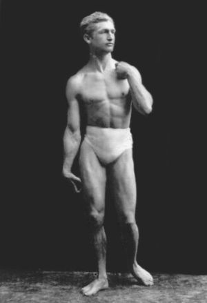 "Macfadden posing as Michelangelo's ""David"" in 1905"