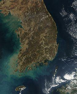Satellite image of South Korea in January 2004.jpg