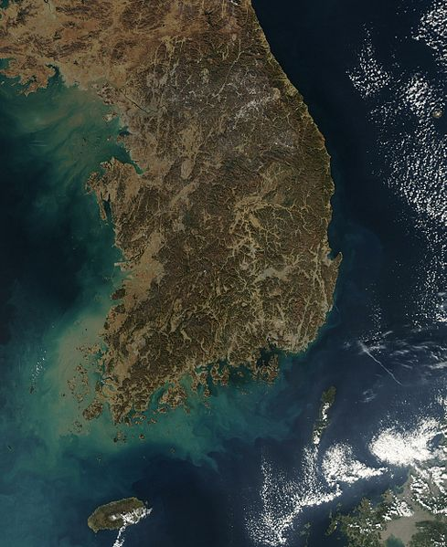 L'observation des satellites artificiels (ISS et autres) 489px-Satellite_image_of_South_Korea_in_January_2004