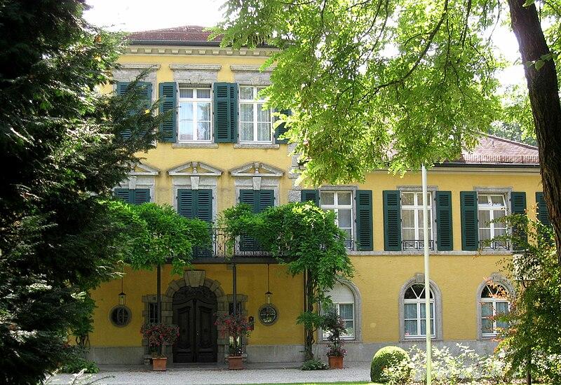 File:Schloss Suresnes Muenchen Schwabing-1.jpg