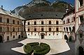 Schloss Tratzberg Innenhof 1.jpg