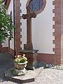 Schwanheim Kreuz an Kirche.jpg