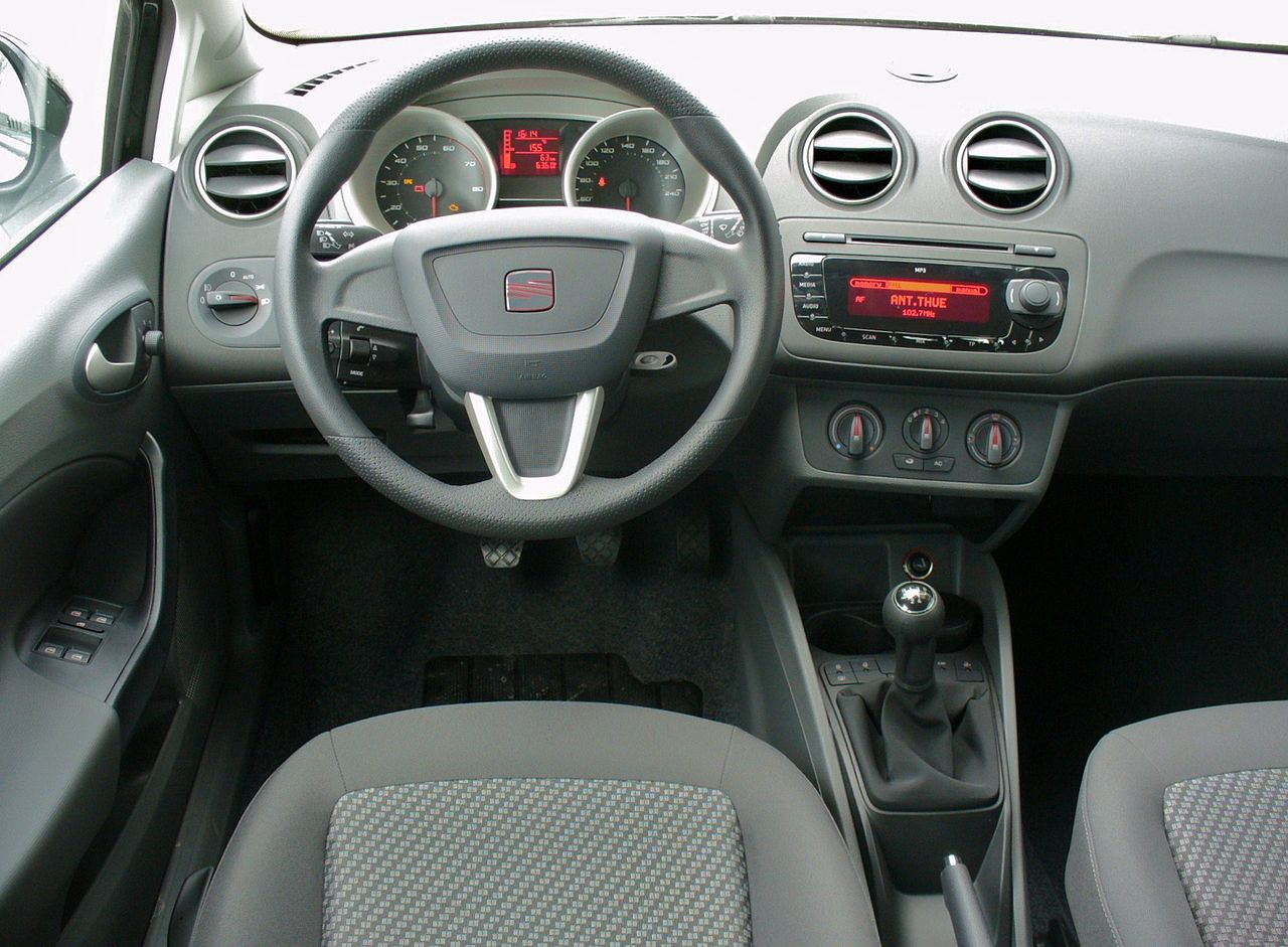 file seat ibiza 6j 1 4 good stuff magicoschwarz interieur jpg wikimedia commons. Black Bedroom Furniture Sets. Home Design Ideas