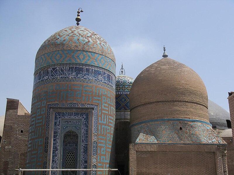 پرونده:Sheikh-safi tomb.JPG
