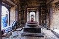 Shiva linga inside Pandra Shivalaya -Pashupatinath Temple-1886.jpg
