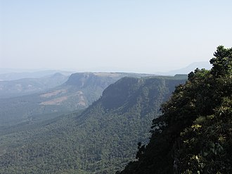 Blyde River Canyon Nature Reserve - A southward view from God's Window towards Kowyn Pass