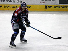 Description de l'image Spieler Julian Talbot Eisbaeren Berlin O2-World Berlin 15-02-2015 cc by denis apel.jpg.