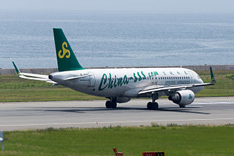 Spring Airlines, A320-200, B-1896 (19410461071).jpg