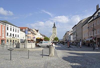 Stadtplatz von Deggendorf -01.JPG