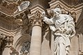 Statue San Paolo e facciata colonne corinzie Duomo di Siracusa.jpg