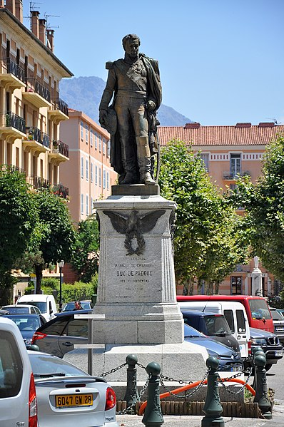 Statue general duc de padoue in Corte