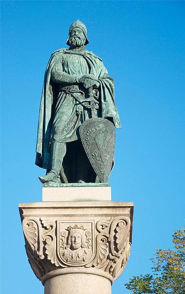 File:Statue of Birger jarl Riddarholmstorget september 2011.jpg