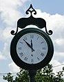Street clock, Saint-Alexis-des-Monts.jpg