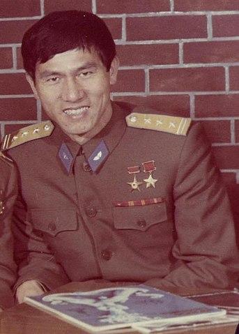 Vietnamese cosmonaut Pham Tuan Source: Wikipedia 343px-TU%C3%82N_PHAM.JPG