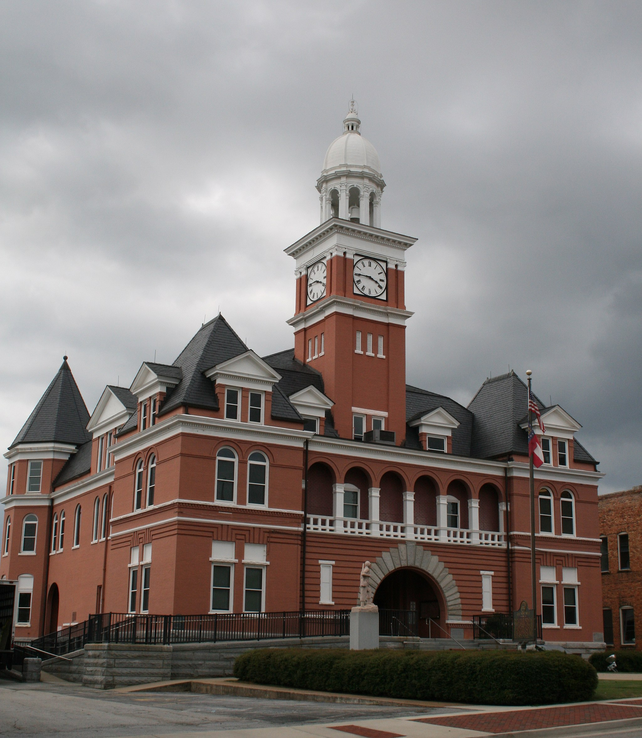 The Elberton - Elbert County Georgia Courthouse designed by Reuben Harrison Hunt (image3562)