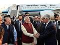 The Prime Minister, Shri Narendra Modi warmly received by the Prime Minister of Pakistan, Mr. Nawaz Sharif, at Lahore, Pakistan on December 25, 2015 (2).jpg