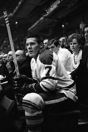 English: Tim Horton, playing for the Toronto M...