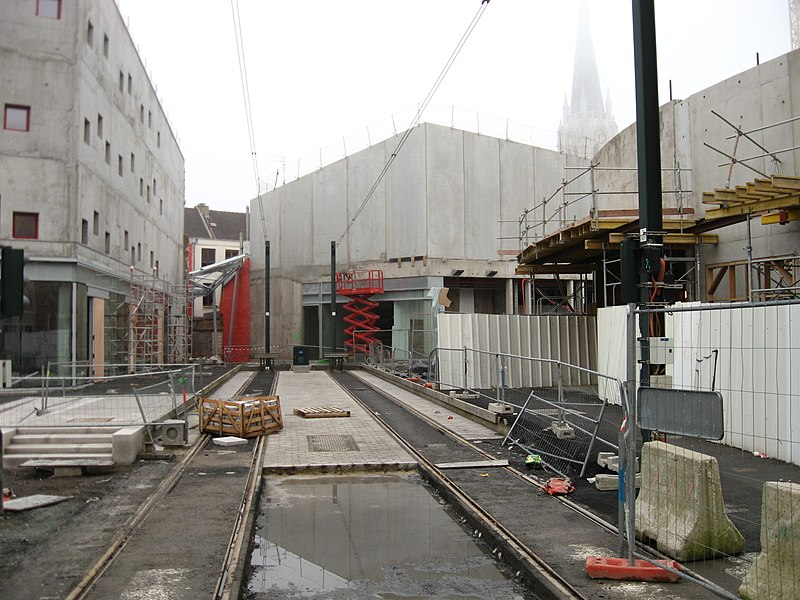 Defintive endpoint for the tram in Tourcoing. Beyond there is a pedestrian passage to the main town square and connecting metro and busstation.