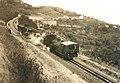 Treno in transito sulla ferrovia Saline-Volterra.jpg