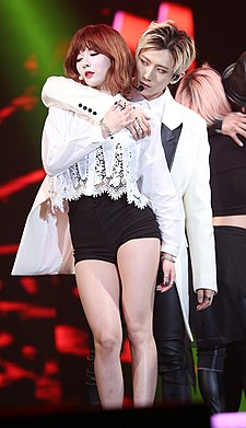 Trouble Maker at V-Pop Festival Concert on January 2014 02.jpg
