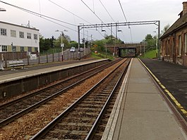 Uddingston railway station in 2008.jpg
