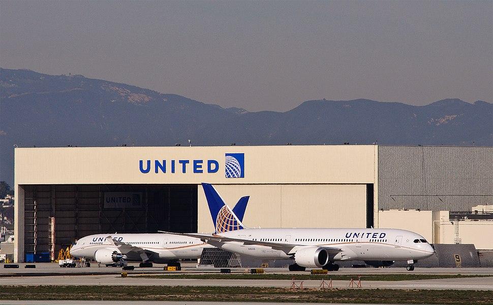 United Dreamliner Double - N26902, N26906 (8352837390)