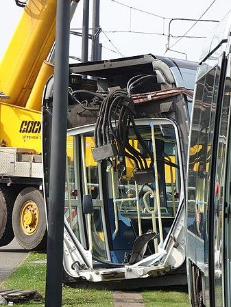 Valenciennes & Anzin - Déraillement de la rame de tramway n° 17 à la sortie du dépôt de Saint-Waast le 11 avril 2014 (017).JPG