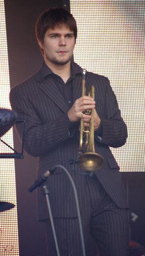Verneri Pohjola playing with Tuomo Prättälä's ...