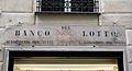 Via delle fontane, antica insegna banco del lotto.JPG
