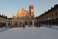 Vigevano piazza ducale, con pista di pattinaggio.jpg
