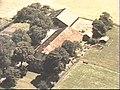 Voor- en zijgevel nr. 274-3 ; luchtfoto, kleur - Beerta - 20495279 - RCE.jpg