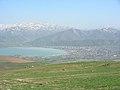 Vulkan Berg Nemrut (3050 m), Blick auf Tatvan am Vansee (39711437384).jpg