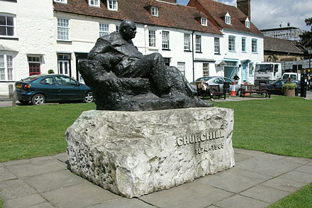 Statue of Churchill in Westerham, Kent Westerham Churchill statue.jpg