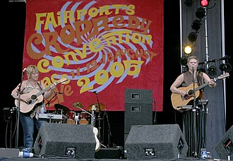 Chris While - Chris While and Julie Matthews at the 2005 Cropredy Festival