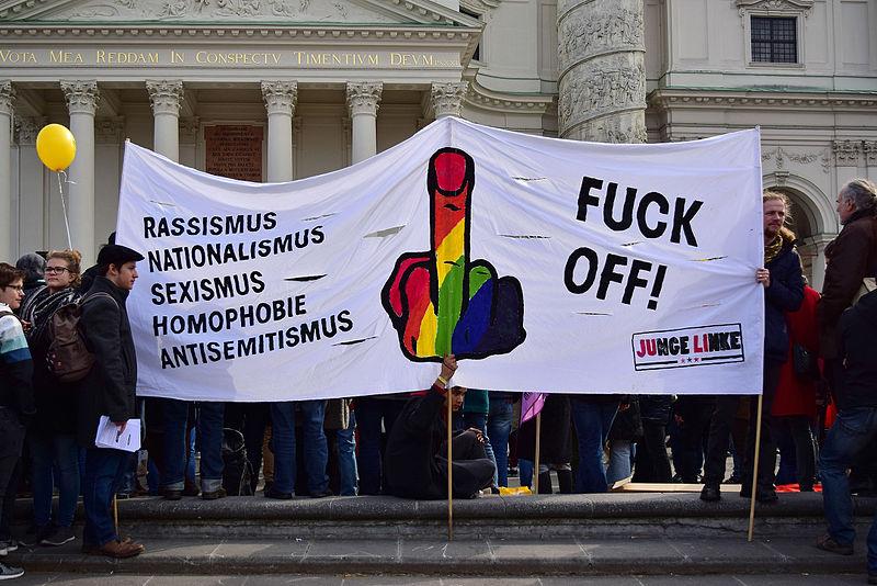 File:Wien - Demo Flüchtlinge willkommen - Junge Linke.jpg