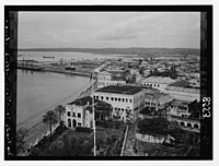 Zanzibar. Sultan's palace on the sea front LOC matpc.07420.jpg