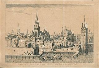 Zicht op de Sint-Walburgiskerk, het vleeshuis en de visserstoren vanaf de Schelde