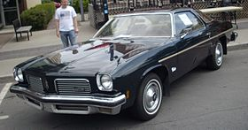 '74 Oldsmobile Cutlass Coupe (Destination Décarie 2012).JPG