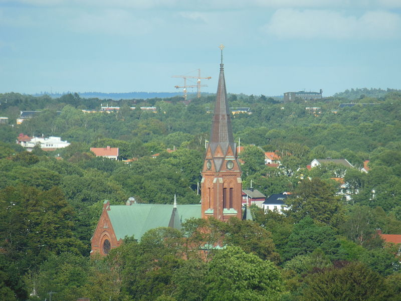 File:Örgryte nya kyrka seen from Gothia Towers 2012-09-05.JPG