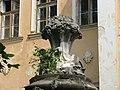 Декорована колона біля палацу в Оброшино.jpg