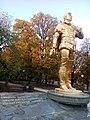 Памятник А. Соловяненко с надписью.jpg