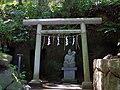 穴澤天神社境内の弁天社 稲城市にて 2013.5.17 - panoramio.jpg