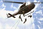 UH-1H(リペリング訓練).jpg