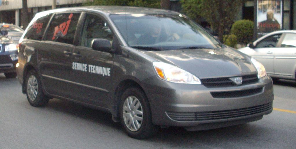 2005 toyota sienna le 7 passenger passenger minivan 3 3l v6 auto. Black Bedroom Furniture Sets. Home Design Ideas