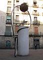 03 Monument de la plaça George Orwell.jpg